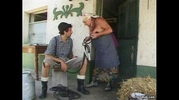 Dikke oma krijgt een lading zaad