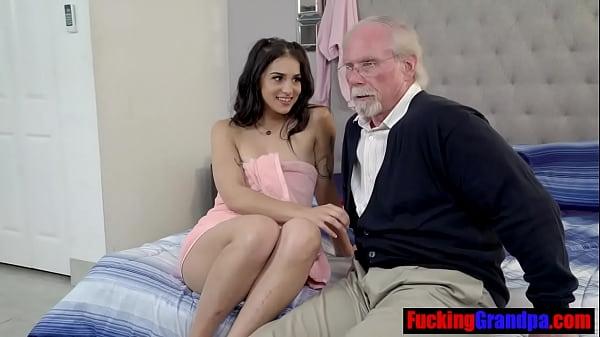 opa heeft zijn tiener nichtje betaald voor incest seks
